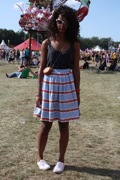 What do Dutch festival-lovers wear?