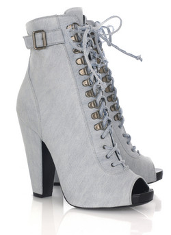 Catch of the day: 50 % off Givenchy lace-up boots