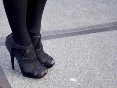 Most girls wore black heels. Why do they always wear black?!?