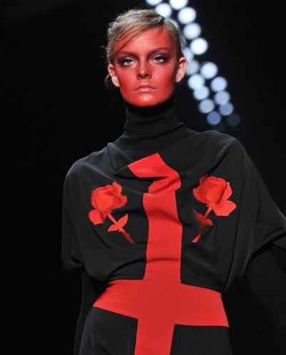 The lady IS red @ Viktor & Rolf