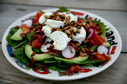 Digitalicious: Hot 'n cold almost healthy tricolore goat cheese bacon spinach salad with tomato, avocado and radish