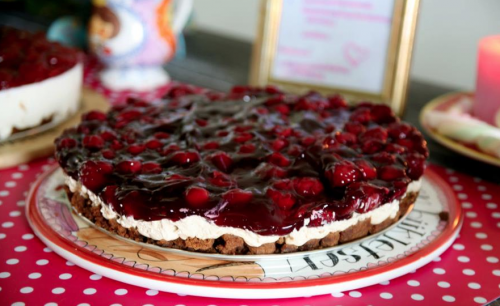 Digitalicious: Homemade cream cheese pie with OMG-it-tastes-to-good-to-be-true cherry topping