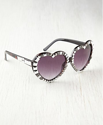 Catch of the Day: heartthrob sunglasses