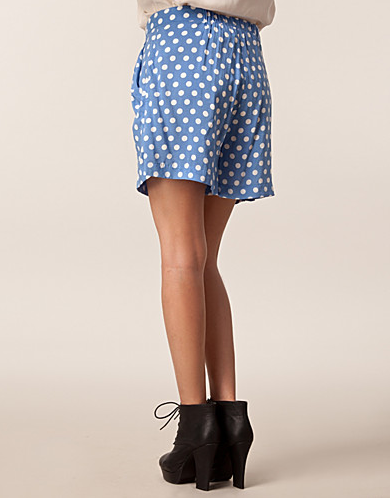Catch of the Day: polkadot shorts