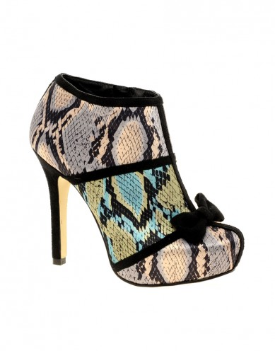 Catch of the Day: tiptoe snake shoes