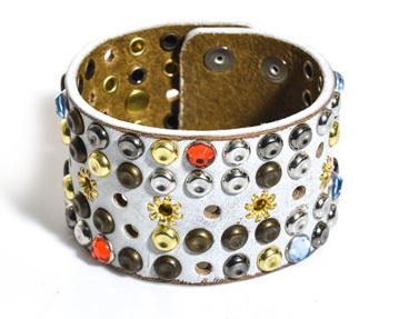 Friday_fashion_Envy_white_bracelet1