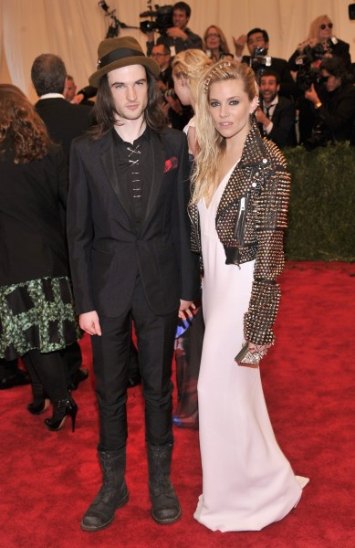 tom sturridge and sienna miller_MET_Burberry