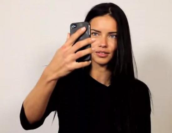 Supermodel_selfie_adriana1