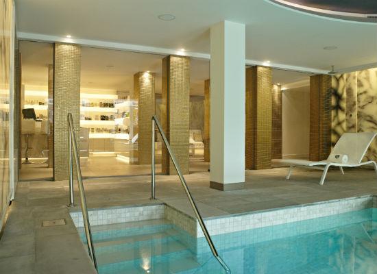 Skins Institute De L'Europe pool