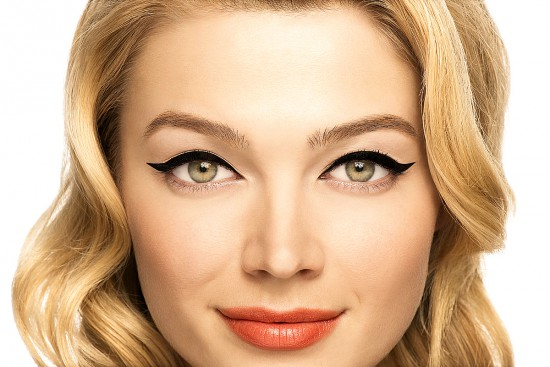 Benefit-Theyre-Real-Push-Up-Liner_beauty-look_swoop-up-away