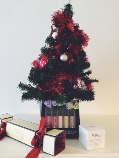 3X Beauty under the Christmas tree
