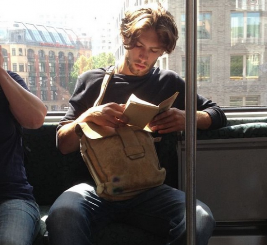 #malemadnessmonday: Hot dudes reading