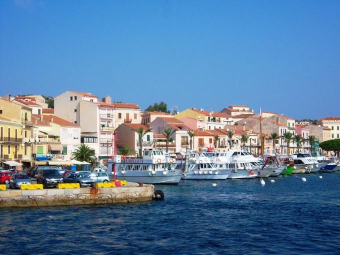 easyjet_la_maddalena_port